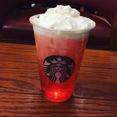星巴克雪顶红莓气泡水